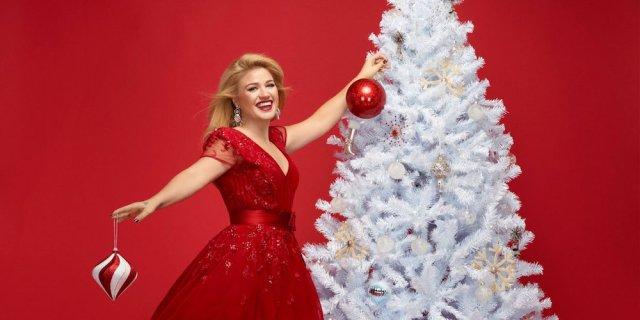 Christmas #FeelGoodFriday: Kelly Clarkson – 'Underneath The Tree ...